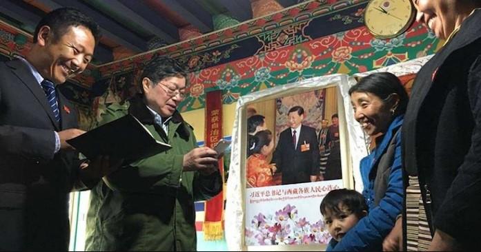 Người Tây Tạng bị cưỡng chế thay chân dung Đạt Lai Lạt Ma bằng ảnh lãnh đạo Trung Quốc