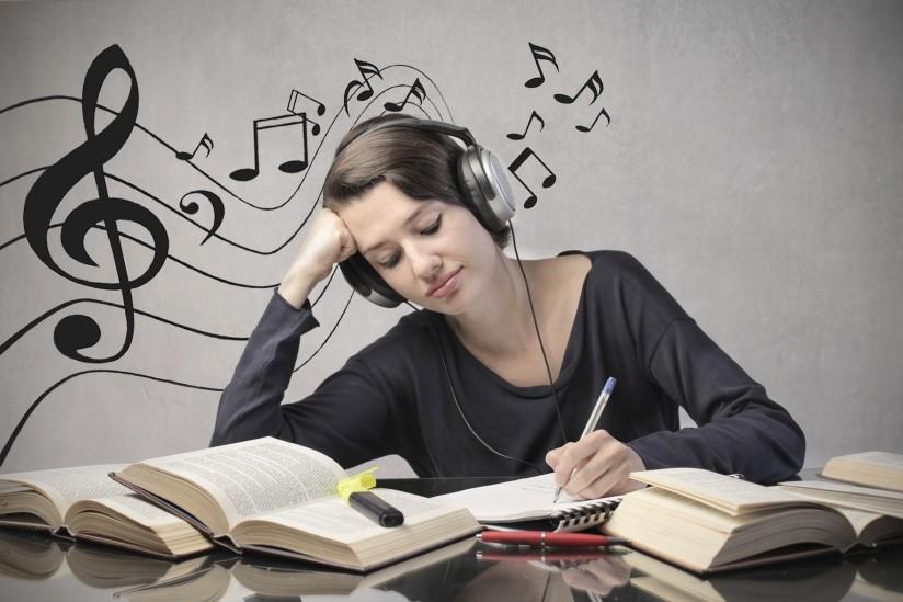 Khi làm việc mà nghe nhạc thì sẽ cản trở sáng tạo một cách nghiêm trọng. (Ảnh qua Jewel 98.5 Ottawa-Gatineau)