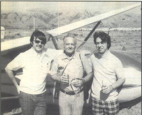 Nhà ngoại cảm Pat Price lúc còn trẻ (đứng giữa). (Ảnh qua AboveTopSecret.com)