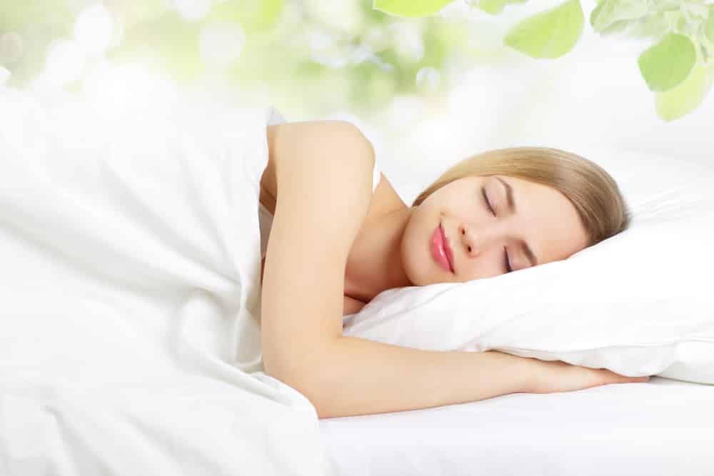 Giấc ngủ của bạn được cải thiện khi giảm tiêu thụ đường. (Ảnh qua thebf.ru)