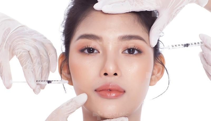 Để níu kéo tuổi xuân tươi trẻ của mình, các quý bà và quý ông hiện nay rất ưu ái tiêm xóa nhăn Botox.