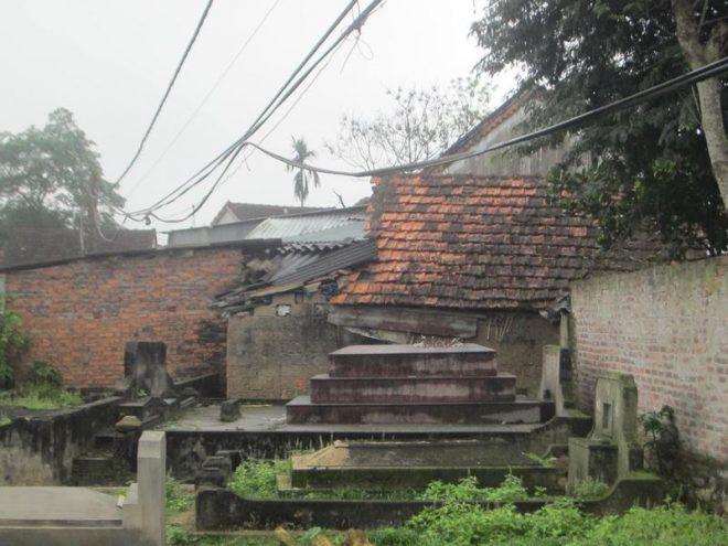 Ngôi làng 'nghĩa trang' ở Nghệ An - nơi người sống, người chết phải 'ở chung' với nhau - H7