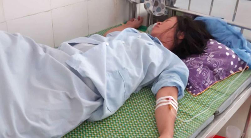 Sản phụ Tình đang phải điều trị tại Bệnh viện ĐK Đức Thọ. (Ảnh qua vietnamnet)