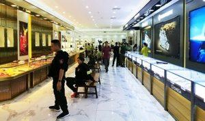Phát hiện trung tâm mua sắm bán hàng nhái trị giá gần 100 tỷ đồng
