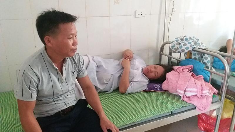 Vợ chồng anh Chiến thất thần, đau đớn trước cái chết của con trai
