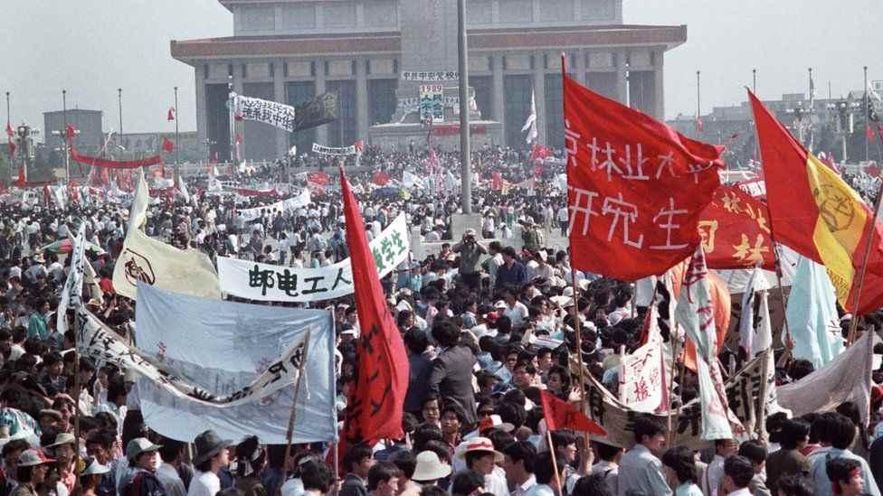 Hàng trăm ngàn người biểu tình ở Quảng trường Thiên An Môn, Bắc Kinh, ngày 17 Tháng 5 năm 1989.