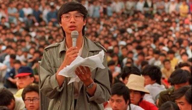 Tiếu Ngạo là một trong số hàng nghìn người đã ngã xuống trong làn mưa đạn bất nhân mà quân đội của Đảng Cộng sản Trung Quốc (ĐCSTQ) rót xuống Quảng trường Thiên An Môn ngày 4/6/1989.