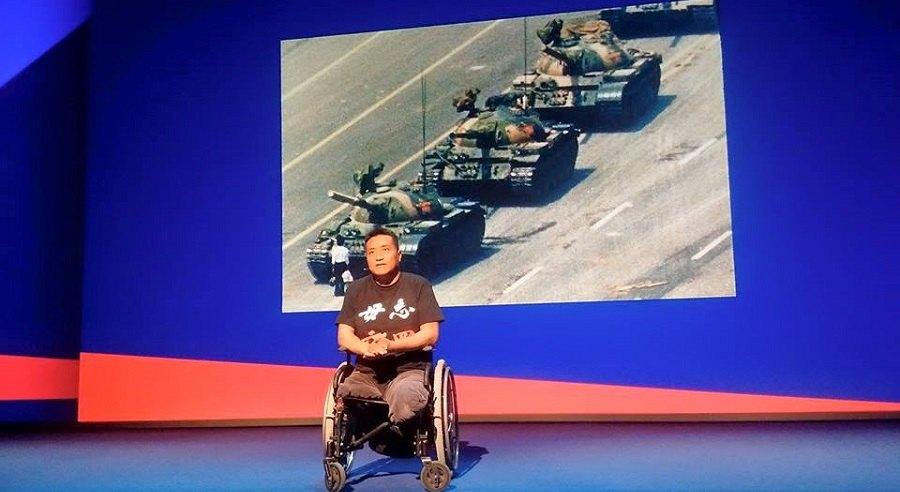Phương Chính năm đó bị xe tăng cán nát 2 chân kể lại kể lại bí mật trong Thảm sát Thiên An Môn 1989.