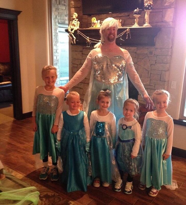 """""""Bạn tôi có rất nhiều con gái. Và đây là sự chuẩn bị cho ngày lễ Halloween của anh"""". (Ảnh qua Bright Side)"""