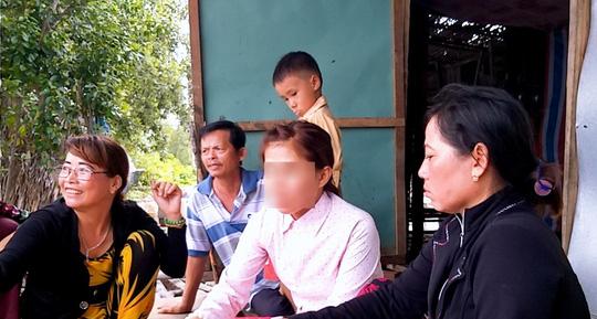 Chị Mơ đoàn tụ với gia đình sau 6 năm lưu lạc vì lấy chồng Trung Quốc.