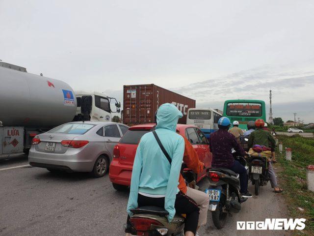 Vụ tai nạn làm ách tắc giao thông.