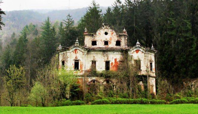 Những ngôi nhà hoang, đã lâu không có người ở thường sẽ trở thành nơi cư ngụ của yêu hồ