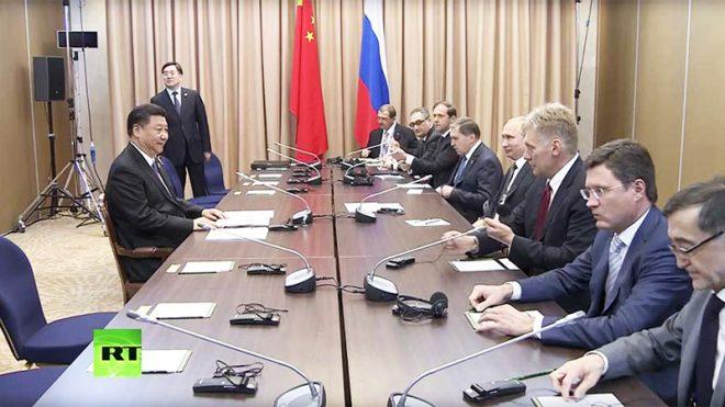 Khoảnh khắc Chủ tịch Trung Quốc Tập Cận Bình đối diện với phái đoàn Nga.