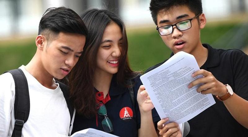Theo Luật Giáo dục Đại học sửa đổi, sinh viên sẽ nhận bằng có giá trị ngang nhau, dù học chính quy hay tại chức.