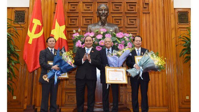 Ông Vũ Văn Ninh từng được thủ tướng Nguyễn Xuân Phúc trao tặng bằng khen