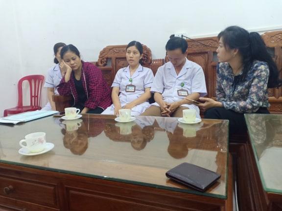 Trưởng khoa sản bệnh viện Đức Thọ cho hay, đã dùng tay thử kéo khiến cổ sản nhi bị đứt