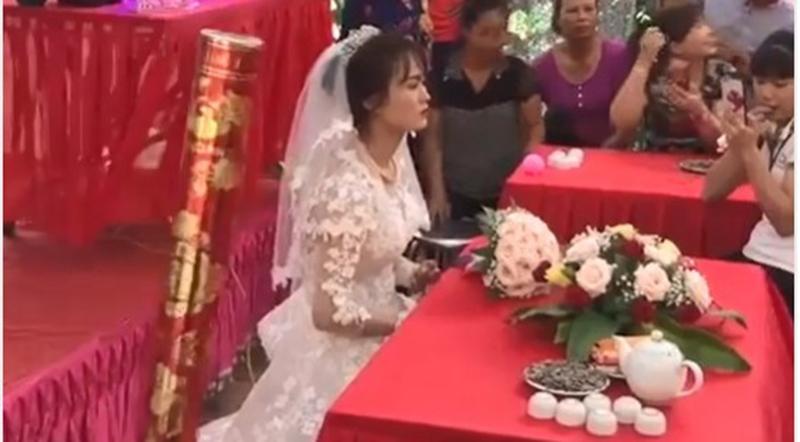Ngày cưới chỉ có cô dâu khi chú rể là lính đảo Trường Sa chưa kịp về