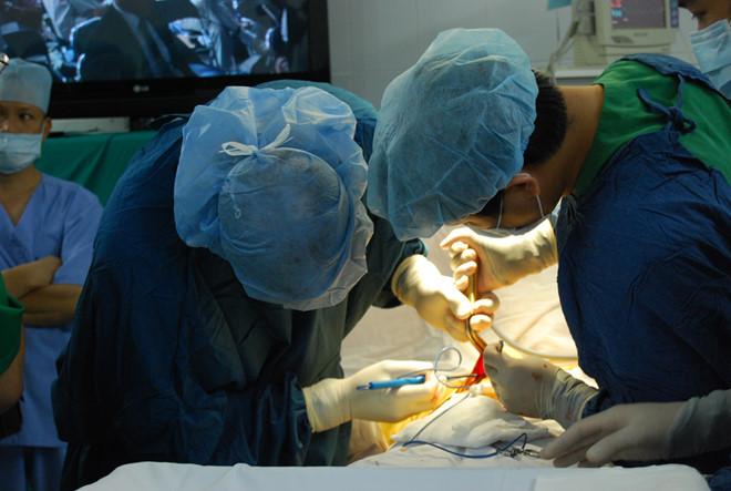 Một ca phẫu thuật đặt túi nâng ngực