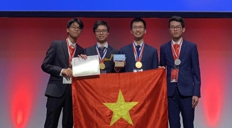 Đội tuyển Việt Nam tại lễ trao giải.