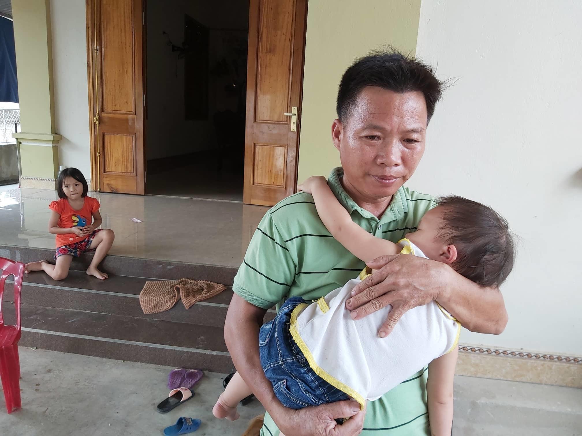 Anh Chiến đang tạm để vợ ở bệnh viện một mình, về nhà lo lắng cho mấy đứa con