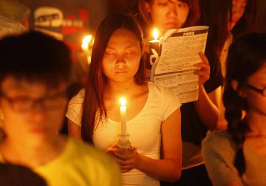 Cuộc thắp nến cầu nguyện năm nay diễn ra khi mối quan hệ giữa Hong Kong và Bắc Kinh bắt đầu thay đổi.