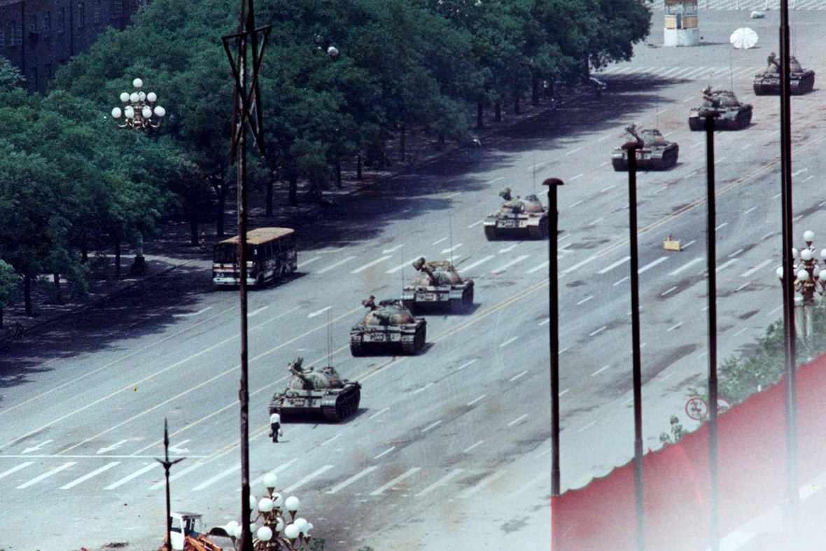 Bức ảnh Người Chặn Xe Tăng trong vụ thảm sát tại Thiên An Môn 1989