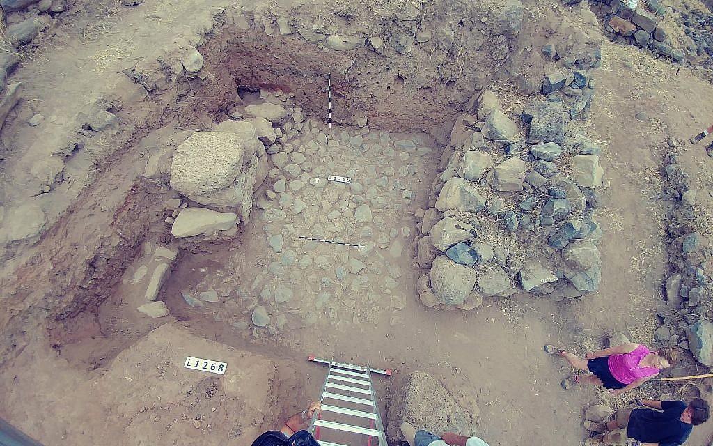 Tầng cổng bên trong từ thế kỷ 11 đến 10 trước Công nguyên được phát hiện vào năm 2018 tại các cuộc khai quật đang diễn ra tại Bethsaida - nơi được đề cập trong Kinh Thánh