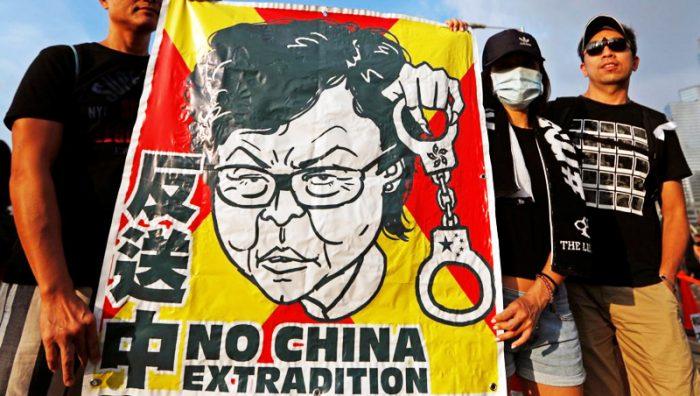 Đối với nhiều người dân Hồng Kông, dự luật dẫn độ là bước đi mới nhất của Trung Quốc trên con đường hướng tới việc nắm trọn quyền kiểm soát Hồng Kông.