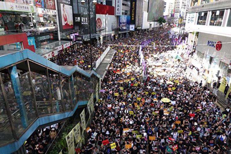Biển người diễu hành ngày 1/7 chật kín các con đường.