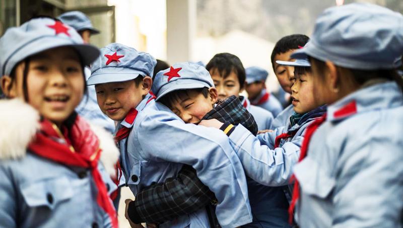 Học sinh tại một số trường của Trung Quốc phải ăn mặc theo lối quần áo thời Mao