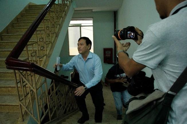 Ông Nguyễn Hữu Linh đến TAND quận 4 ngày 25/6.