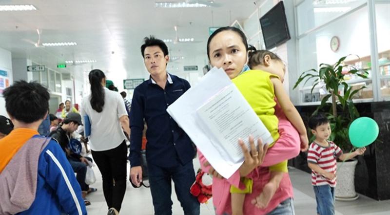 Bác sĩ Bệnh viện Nhi đồng 2 TP.HCM kê nhầm thuốc khiến bé gái 20 tháng tuổi phải nhập viện cấp cứu.