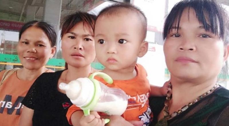 Chị Lê Thị Lan (thứ hai từ trái) bị bán sang Trung Quốc, mất liên lạc với gia đình 24 năm