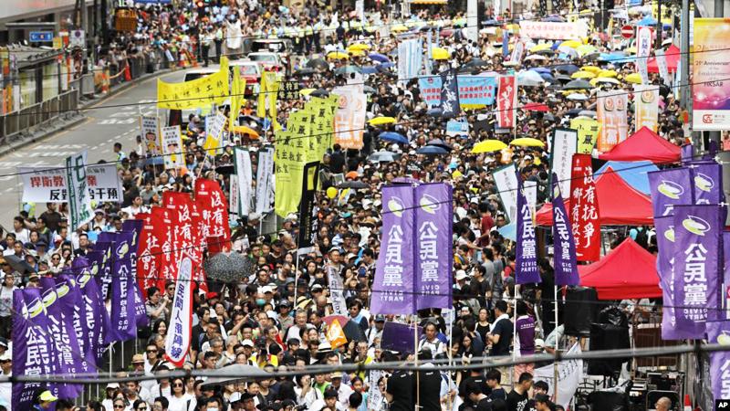 Ngày 1/7, hơn 550 nghìn người dân Hồng Kông lại tiếp tục xuống đường kháng nghị