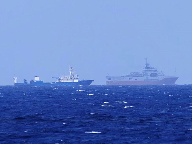 Tàu cá dân binh đi kèm bảo vệ tàu Hải Dương Địa chất 8 của Trung Quốc đang khảo sát trái phép khu vực bãi Tư Chính