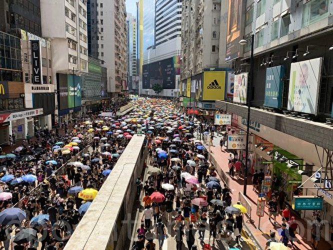 Đại diễu hành ngày 1/7, dân chúng Hồng Kông chật kín các con đường.9