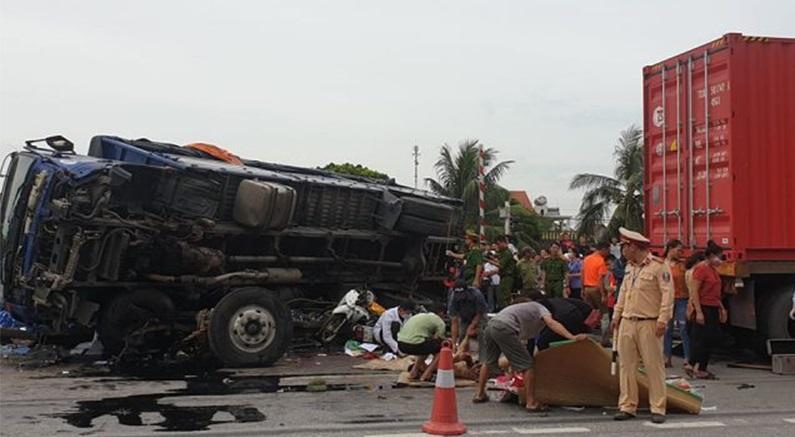 Hiện trường vụ tai nạn giao thông làm nhiều người chết.