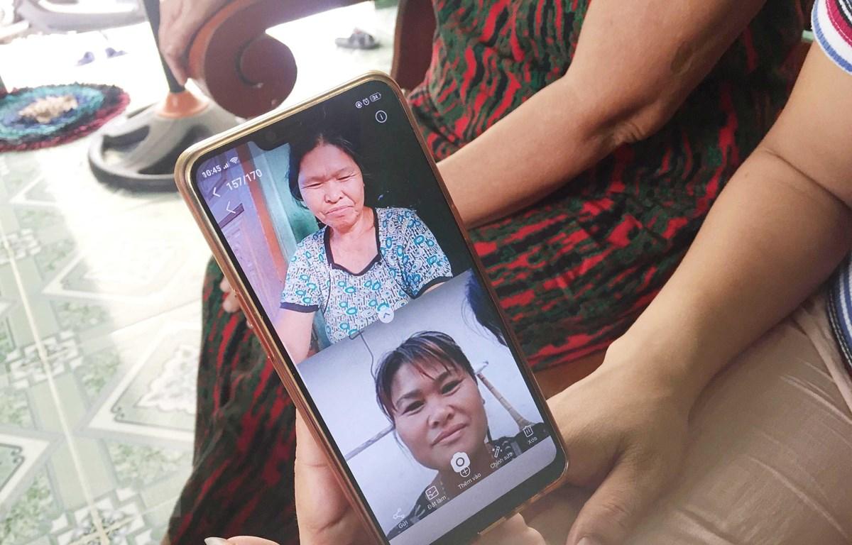 Sau bao năm thất lạc, bà Liên đã có thể nói chuyện với con gái qua mạng xã hội.