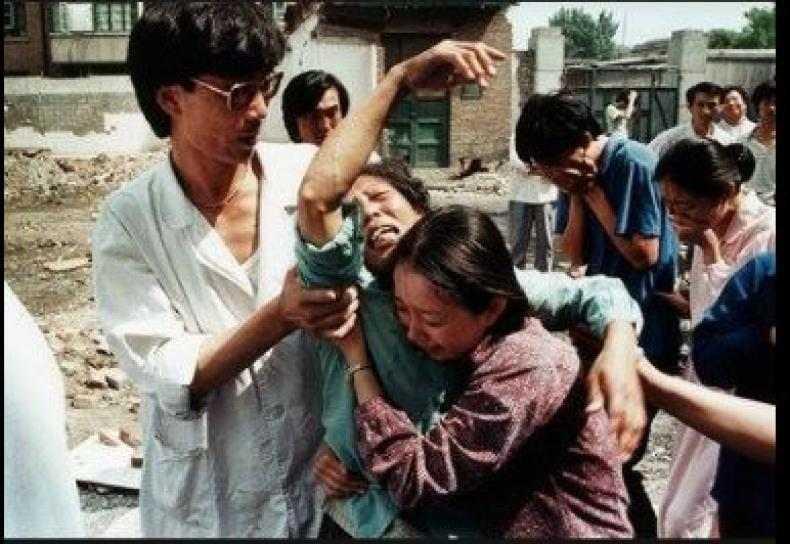 Một bà mẹ đau khổ khi nghe tin con trai đã bị sát hại tại Thiên An Môn