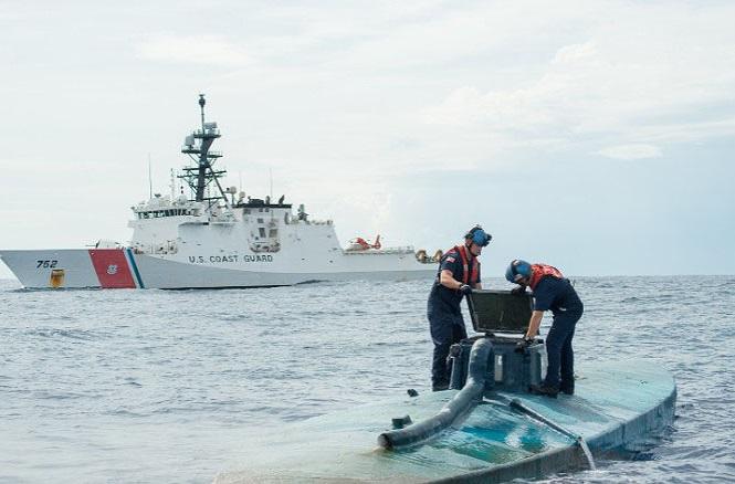 Tàu Munro của lực lượng tuần duyên Mỹ bắt giữ một tàu ngầm chở ma túy  Tuần duyên Mỹ
