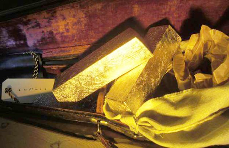 Đối với người nghèo khó, một ít vàng này chính là tiền để cứu mạng người, làm sao có thể lấy làm của riêng được?