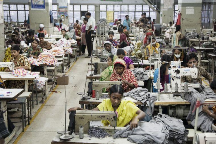 Sự thật đằng sau ngành công nghiệp thời trang: Ô nhiễm và vi phạm nhân quyền nặng nề - ảnh 2