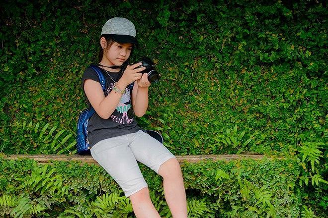 Linh được mẹ cho đi học nhiếp ảnh