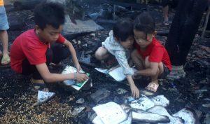 Hà Tĩnh: Sét đánh cháy rụi căn nhà, 3 đứa con nhỏ bơ vơ