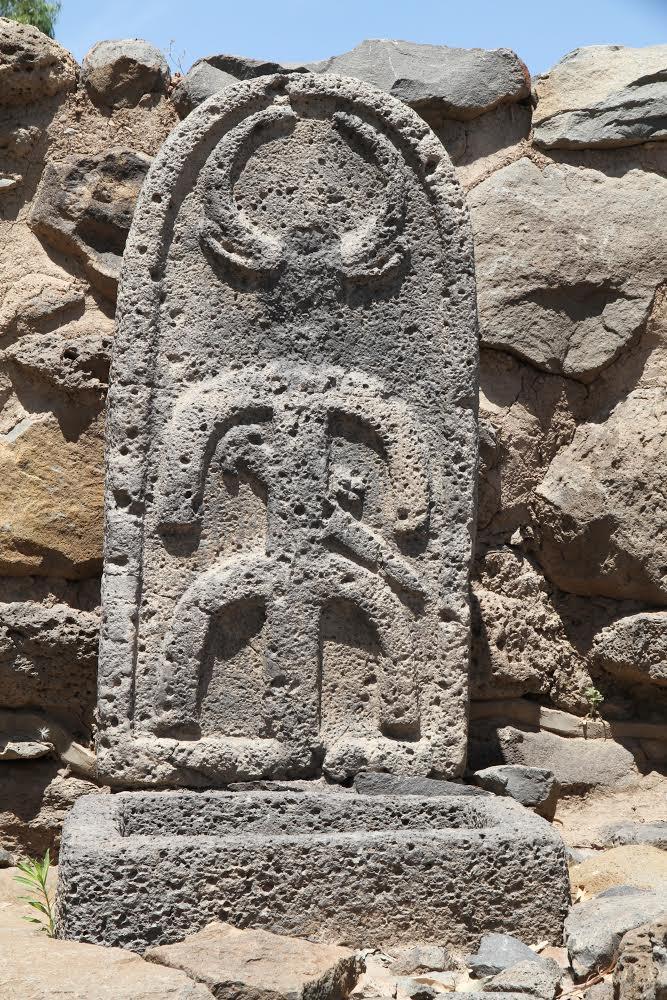 Tấm bia đá ở thành Bethsaida - địa danh được đề cập trong Kinh Thánh .4