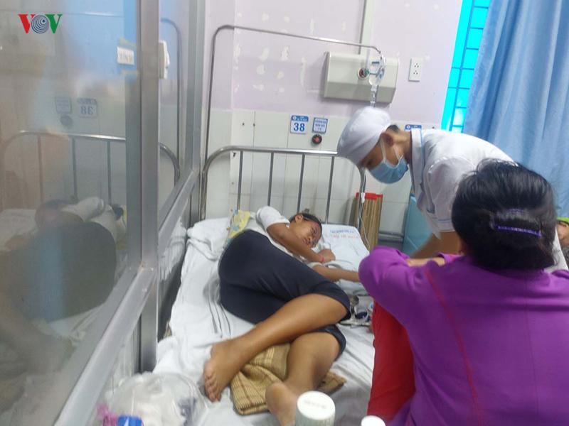 Em Ngọc hiện đang được chữa trị tại bệnh viện. (Ảnh: VOV)