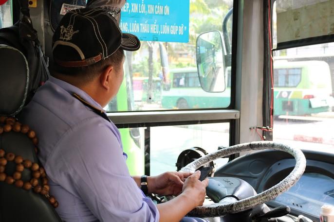 """Làm tài xế nhưng anh Huy còn kiêm luôn vai trò là một """"hiệp sĩ xe buýt""""."""
