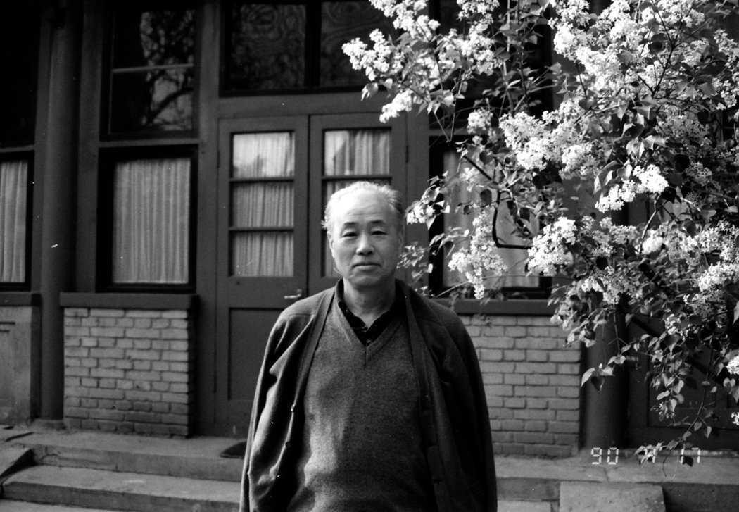 Ảnh chụp Triệu Tử Dương tại vườn nhà, ngày 17/4/1990.