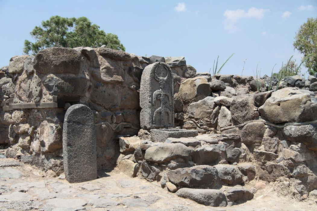 Tấm bia đá khắc hình ảnh thần mặt trăng trong hình dáng con bò thời vua Geshur, thế kỷ thứ 11 TCN. (Ảnh: Ancient Origins)