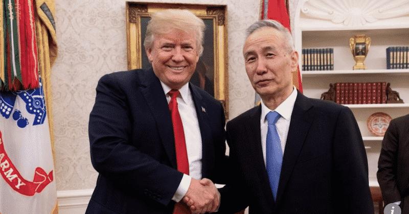 Tổng thống Mỹ Donald Trump và Phó Thủ tướng Trung Quốc Lưu Hạc tại Nhà Trắng hôm 17/5.